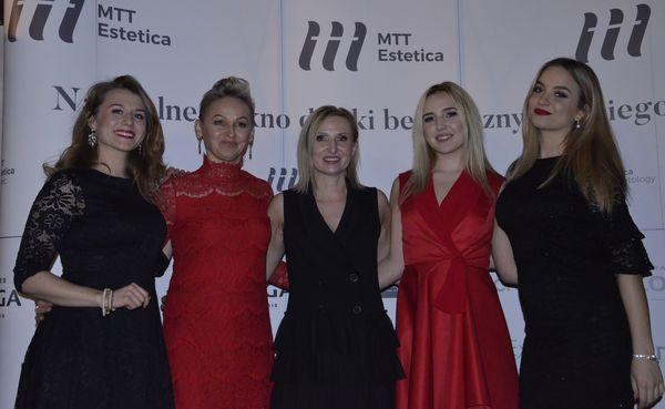 //www.mttestetica.pl/wp-content/uploads/2018/02/mtt-estetica-urodziny-2.jpg